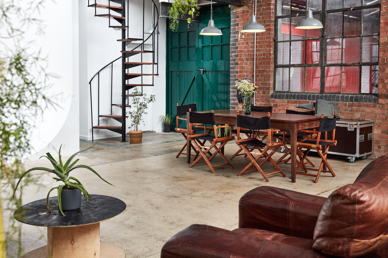 vast lounge