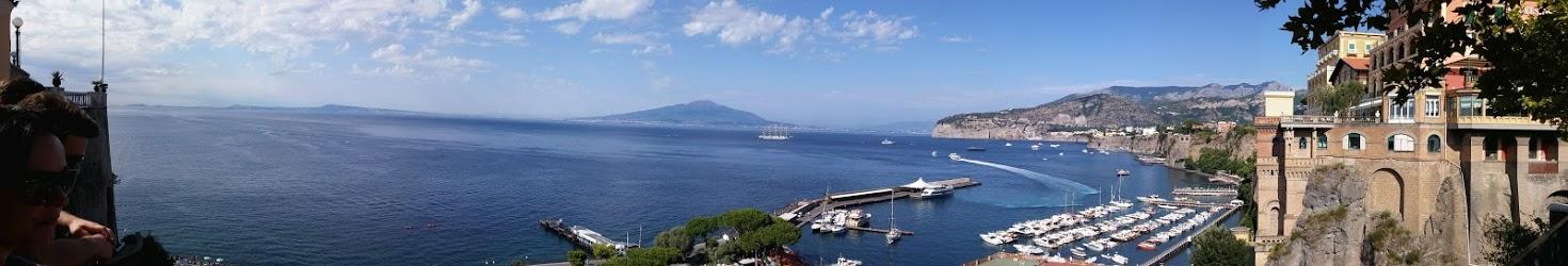 תמונה פנורמית של מפרץ סורנטו, איטליה