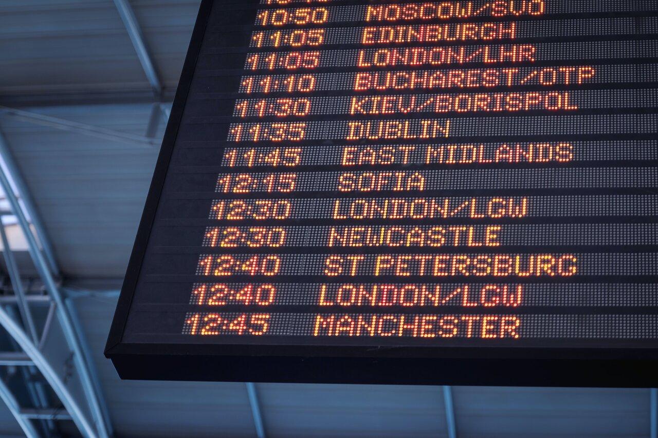 לוח טיסות בשדה תעופה