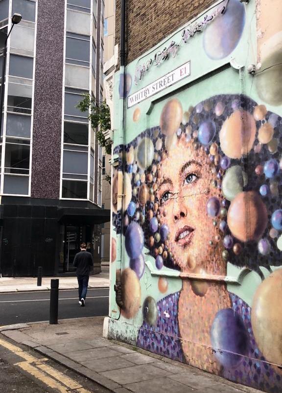 ציור קיר גרפיטי בשכונת שורדיץ' בלונדון