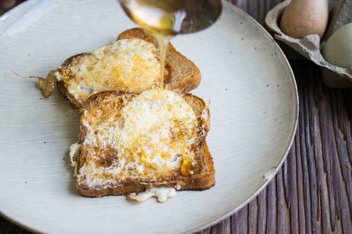 Sweetening eggs in a nest
