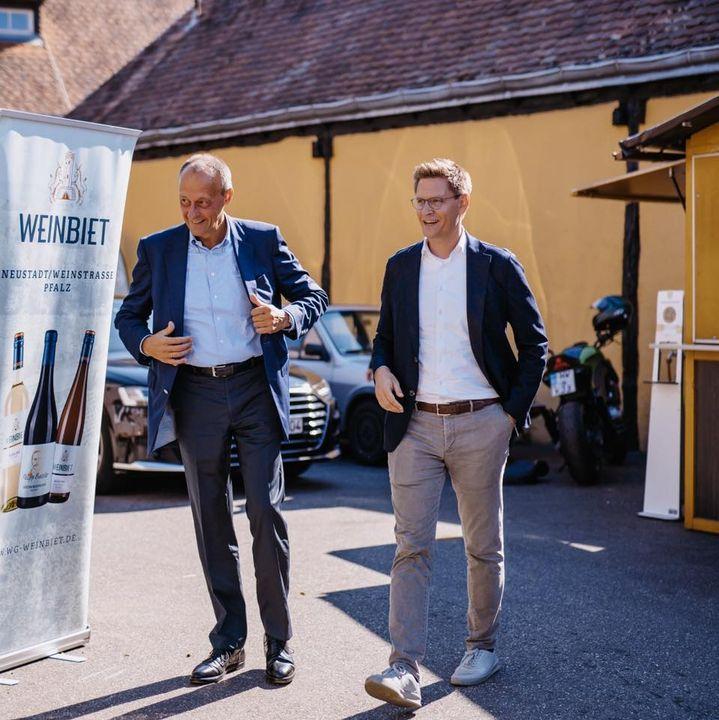 300 Menschen aus dem Wahlkreis waren heute Mittag bei einer spannenden Veranstaltung mit Friedrich Merz. Die Stimmung in Mußbach war bei bestem Wetter richtig gut.