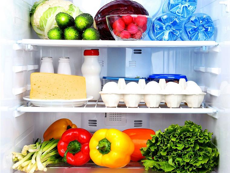 Sắp xếp lại thức ăn trong tủ