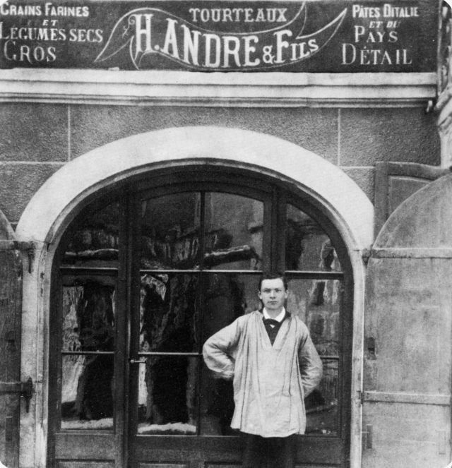 in front of his store in Nyon (Photo courtesy of the city of Lausanne)