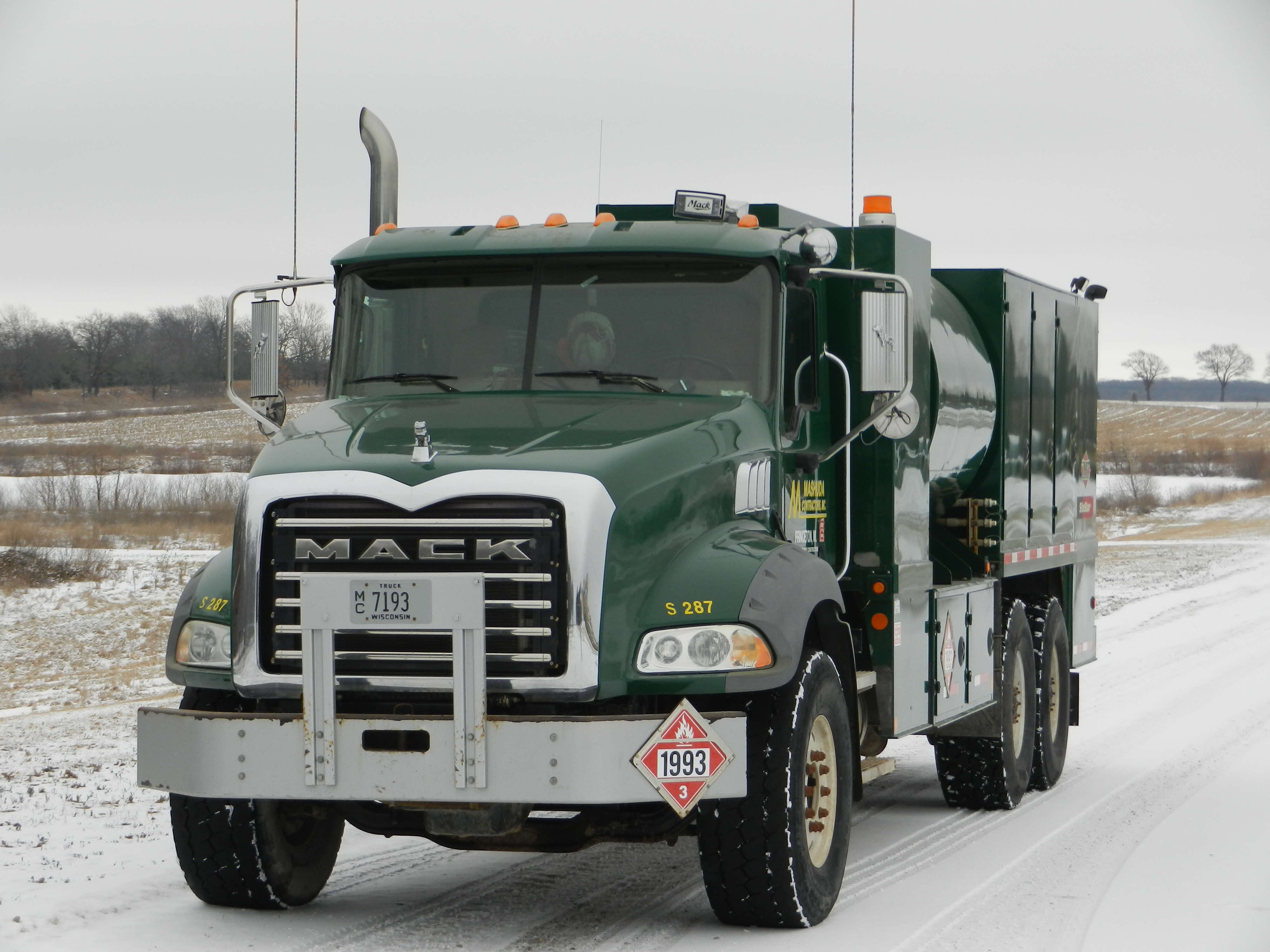 Mack Lube Technician Truck