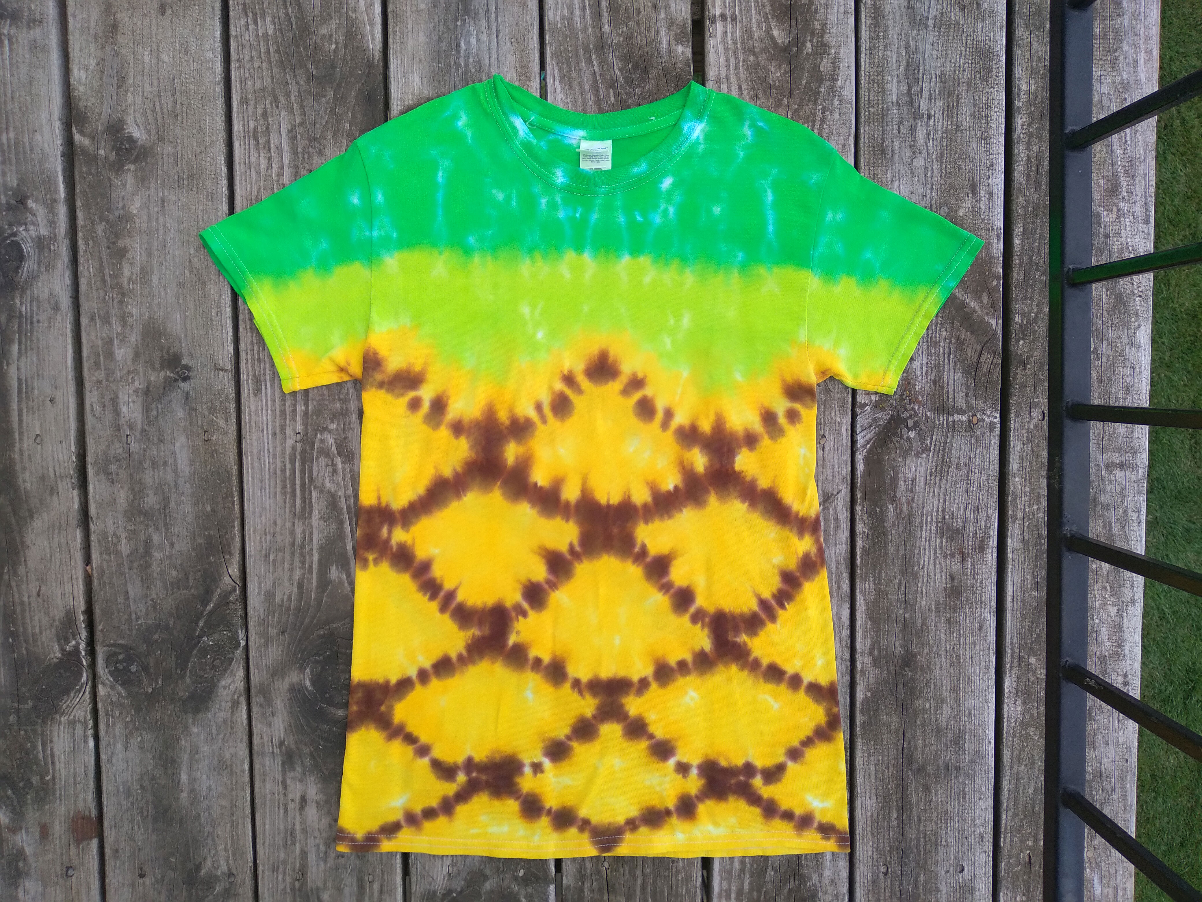 Pineapple tie dyed t-shirt