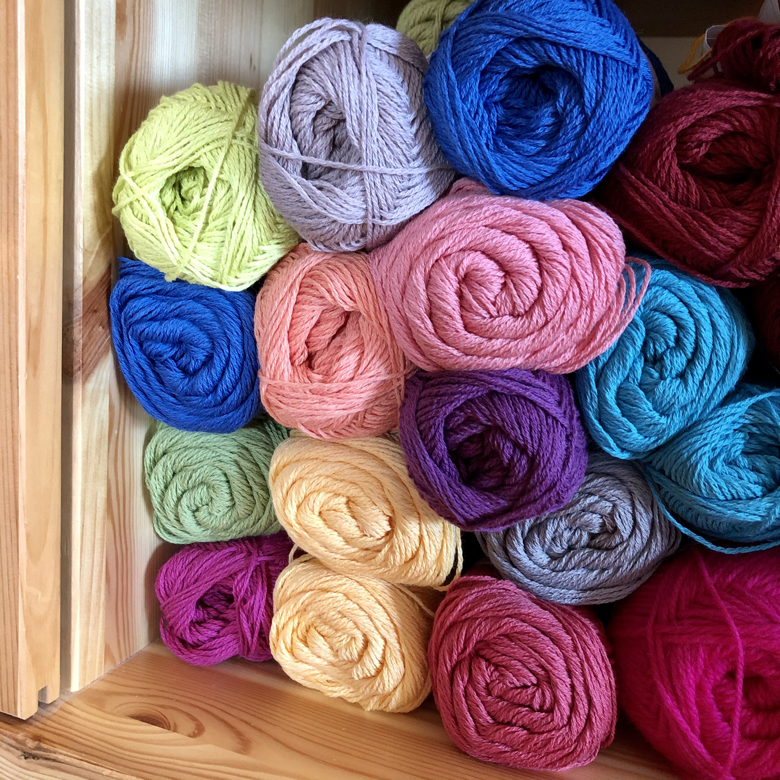 Assortment of stacked yarns