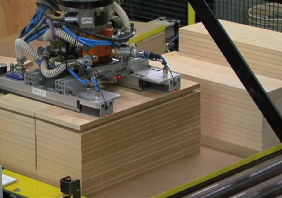 Cellule robotisée pour l'industrie du meuble