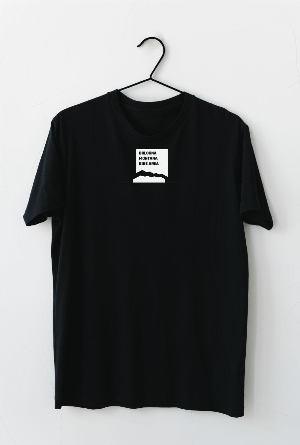 Un impiego del logo a cura di Studio Nilo: una t-shirt con il logo del nostro cliente.