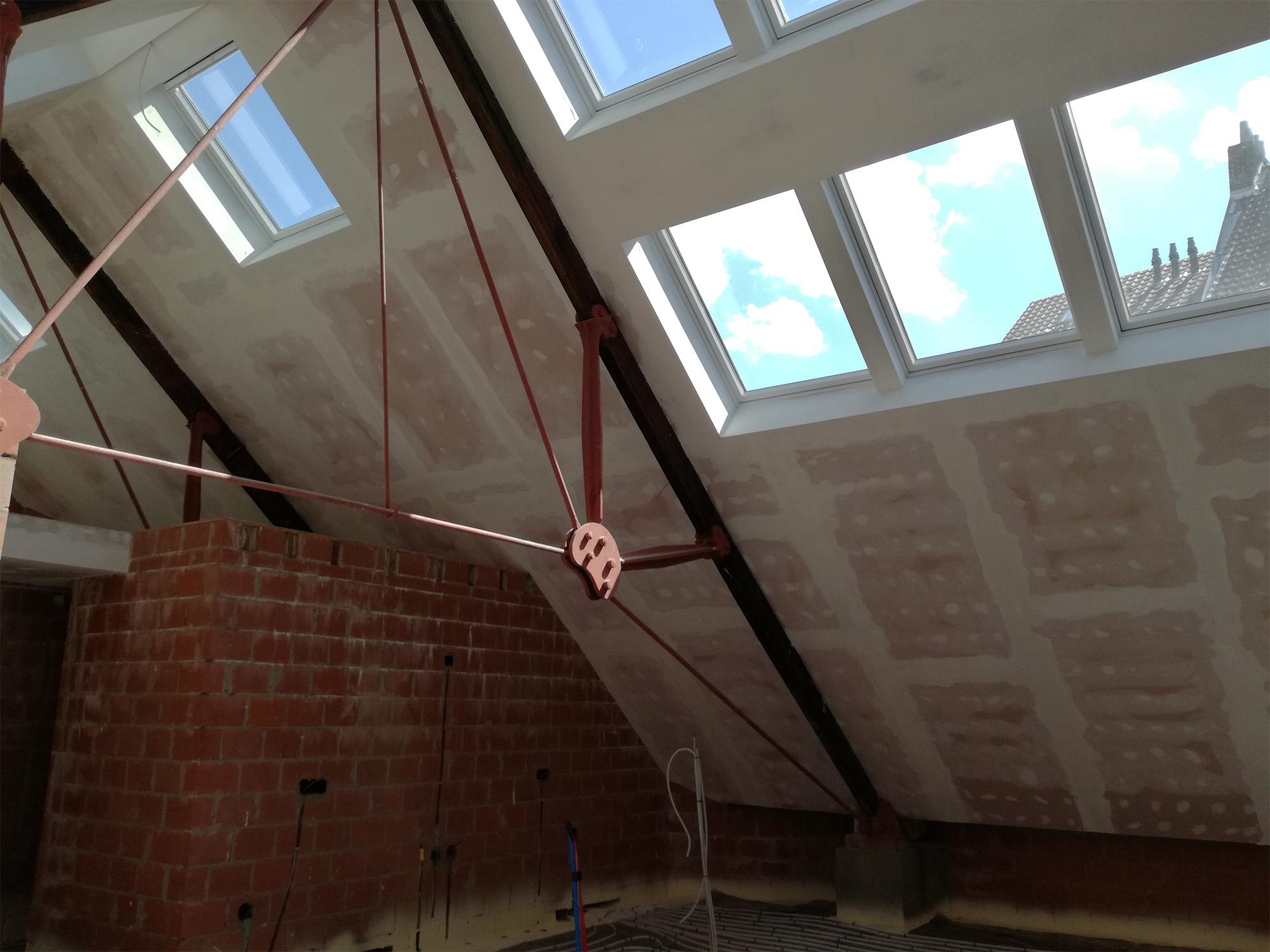 Afwerking onder dakconstructie