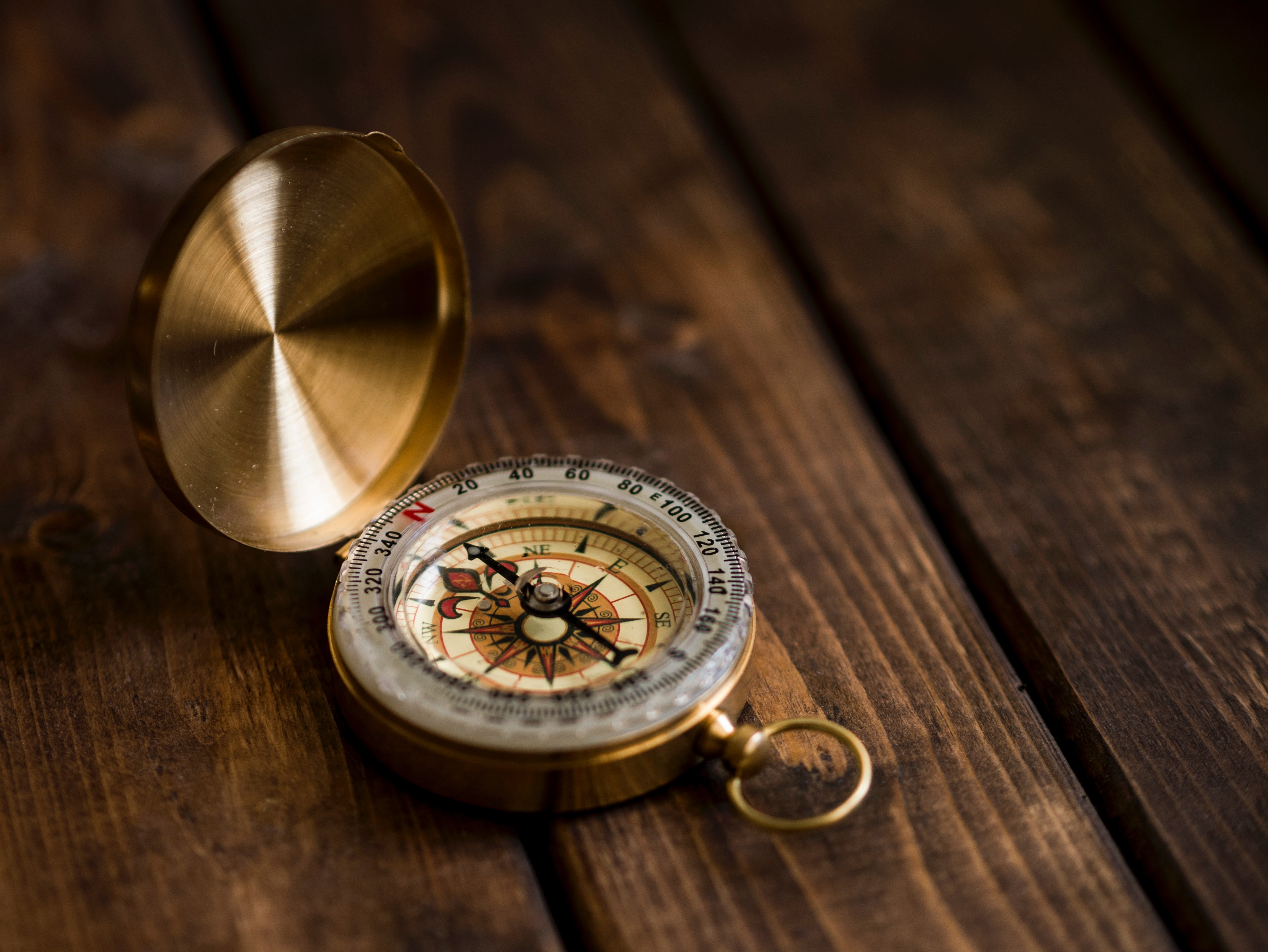 a compass on a wooden tale