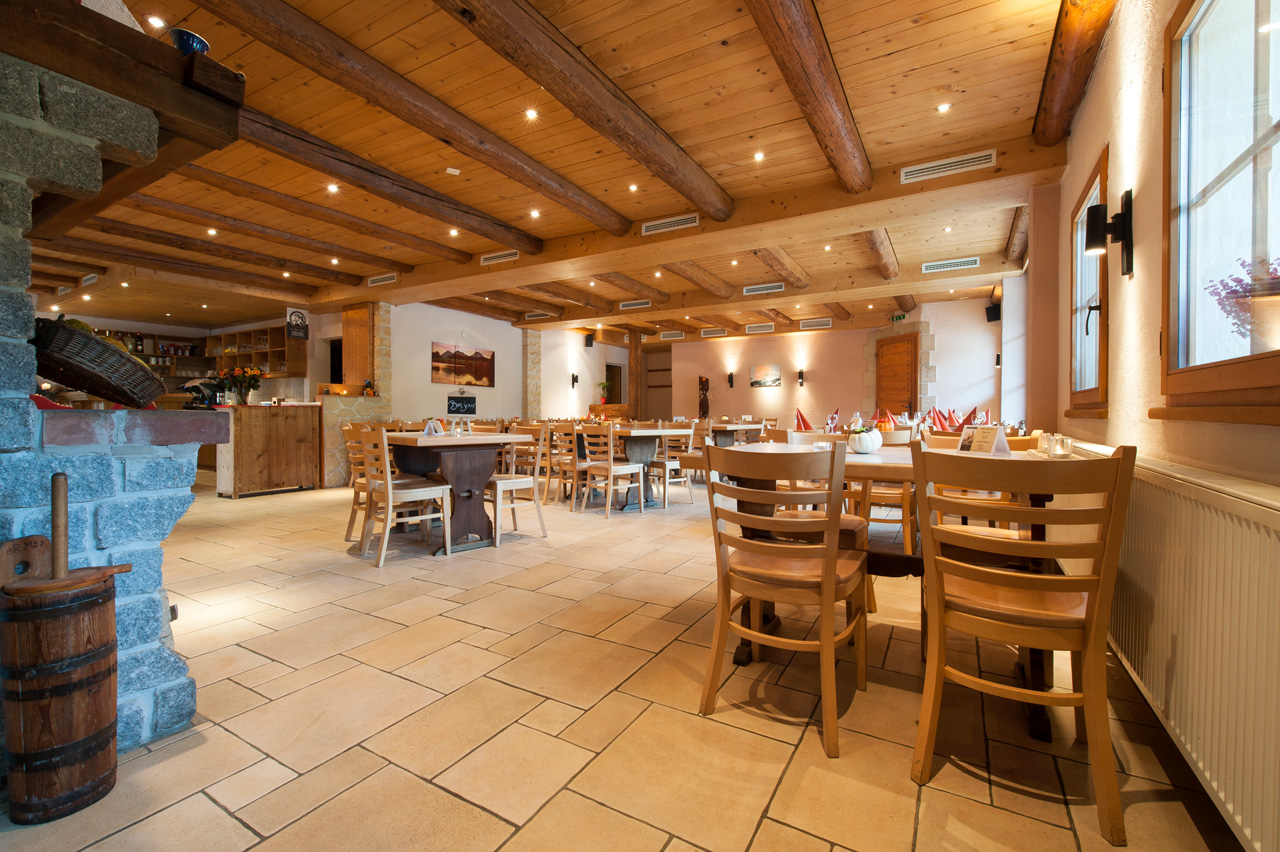 Salle à manger du restaurant de La Loue