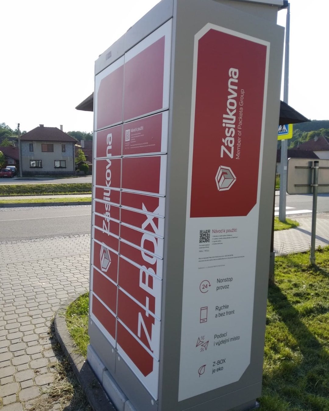 Nový Z-box pro Zásilkovnu je na svém místě. Od pondělí 14. 6.2021 je již uveden do provozu.