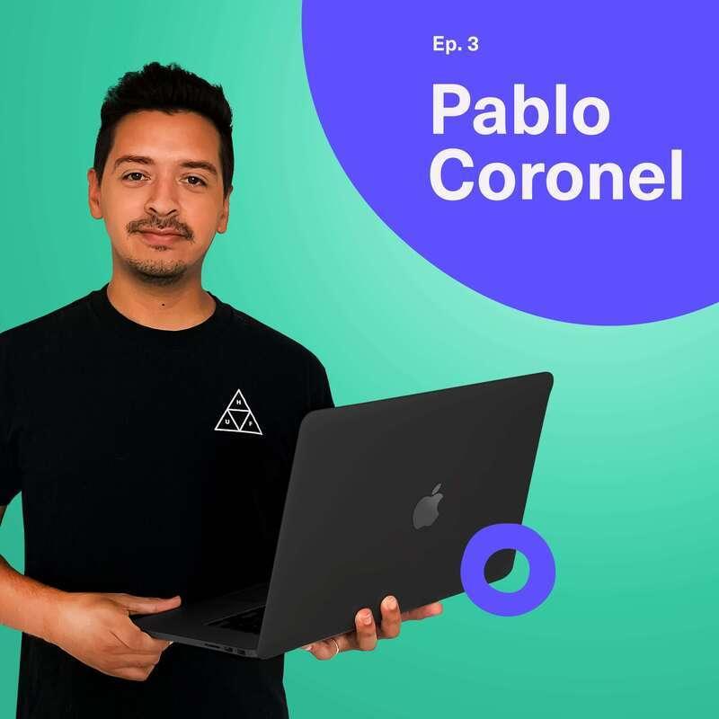 Imagen que muestra el capitulo del Podcast con Pablo y un fondo de color