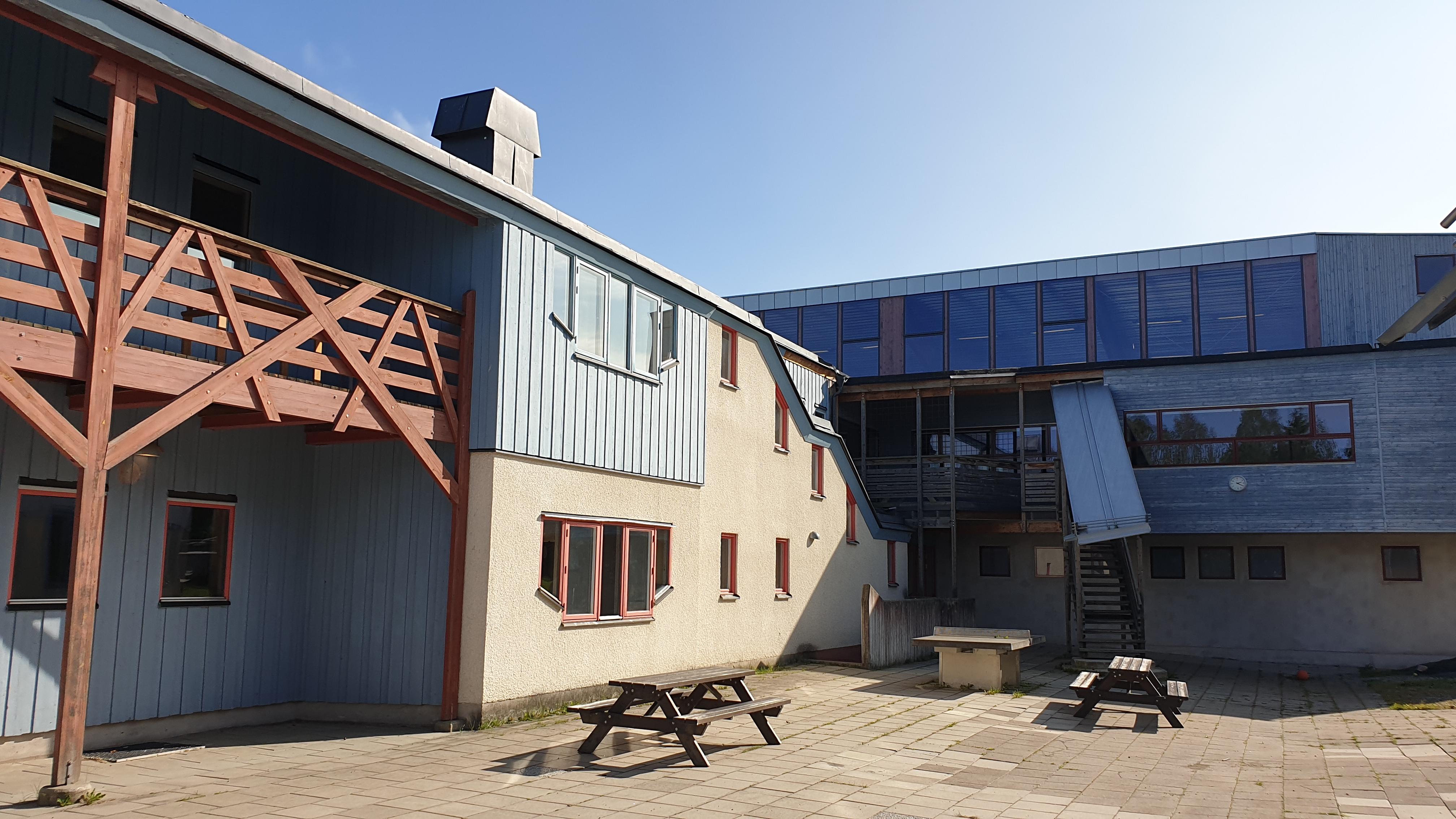 Innergård mellan gymnasiehus och musiksalshuset