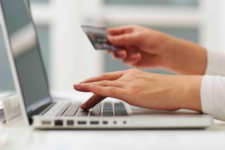 woman online shopping