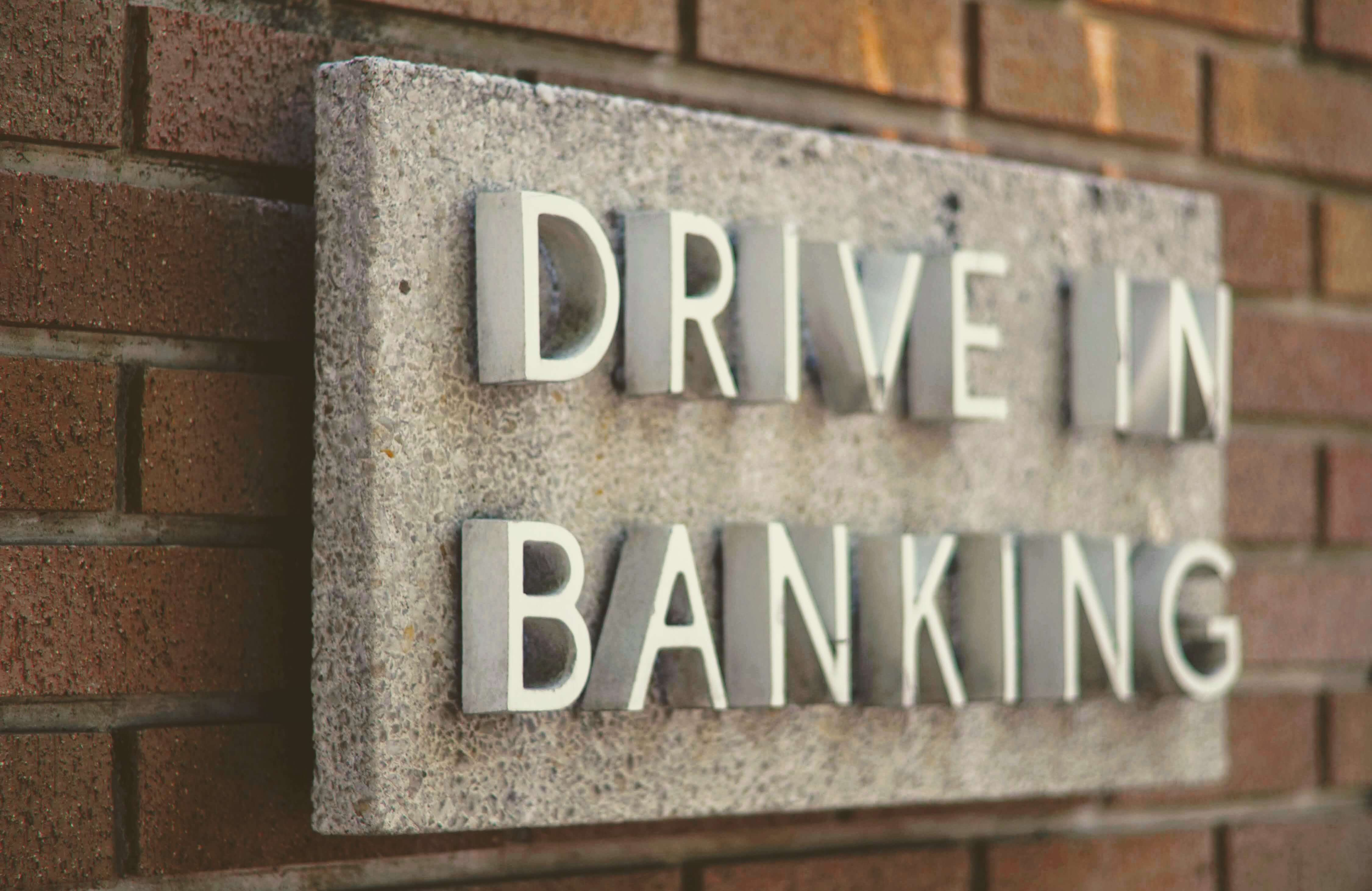 Digital Signage for Banking. Why and where to start?