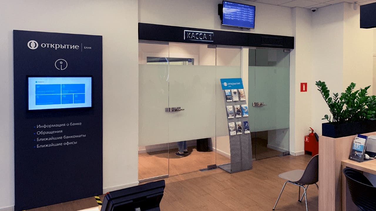 Completely turnkey digital signage solution for Banking - Otkritie bank case.