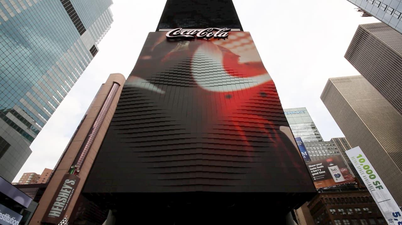 Coca Cola's 3D Robotic Billboard - Times Square, New York