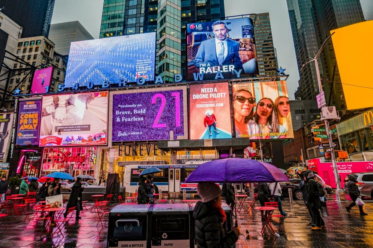 Indoor & Outdoor Advertising in the Era of Digital Transformation