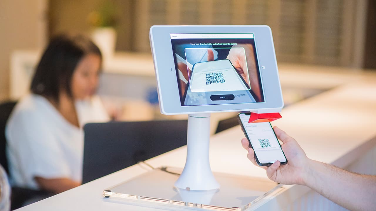 Tips to Improve Customer Experience Using Digital Signage