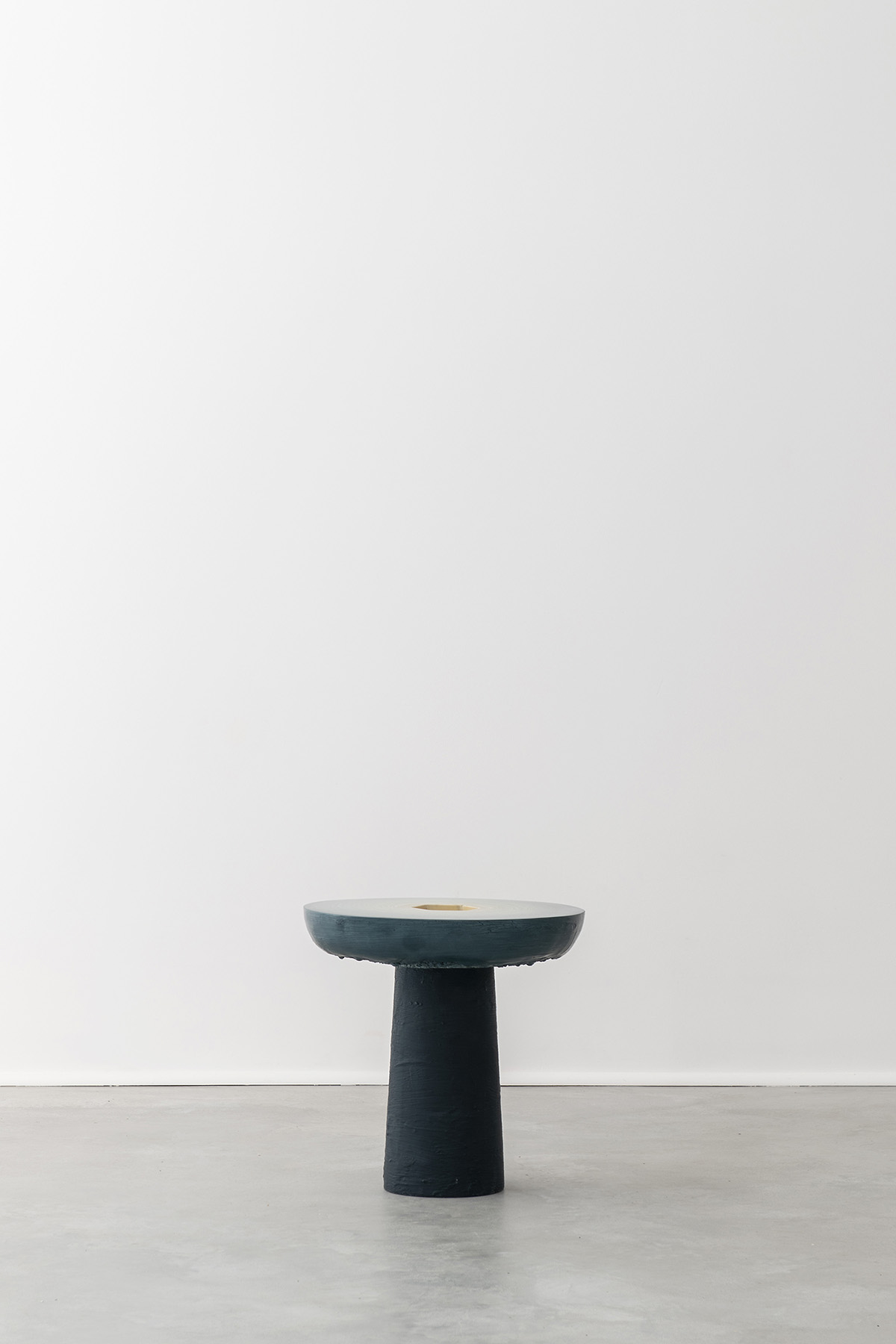 Fuzz Slice Table (Blue to Cream)