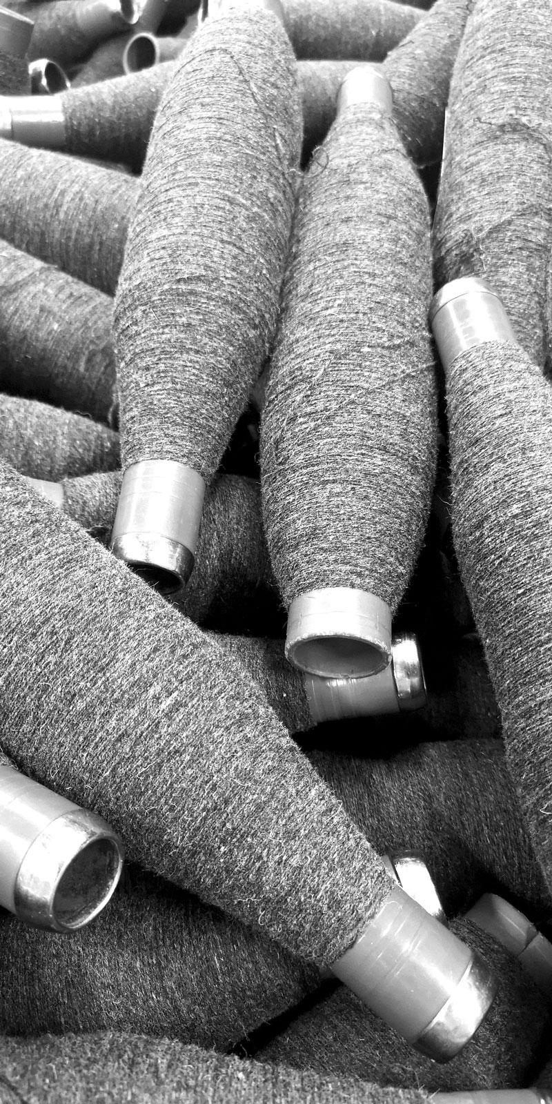 cônes de laine mérinos d'Arles, filature du Parc dans le Tarn