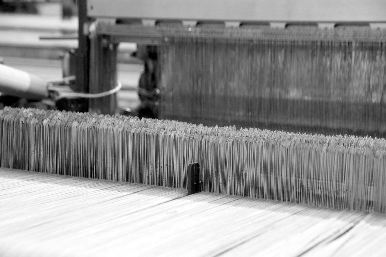 métier à tisser mécanique Le Passe Trame, dans le Tarn. Tisserand.