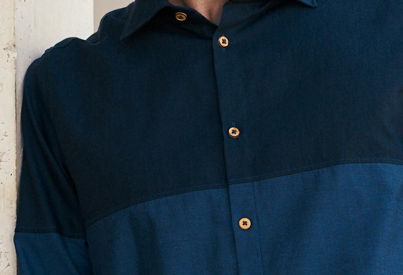 chemise coton bio made in France bleue et boutons en bois de buis