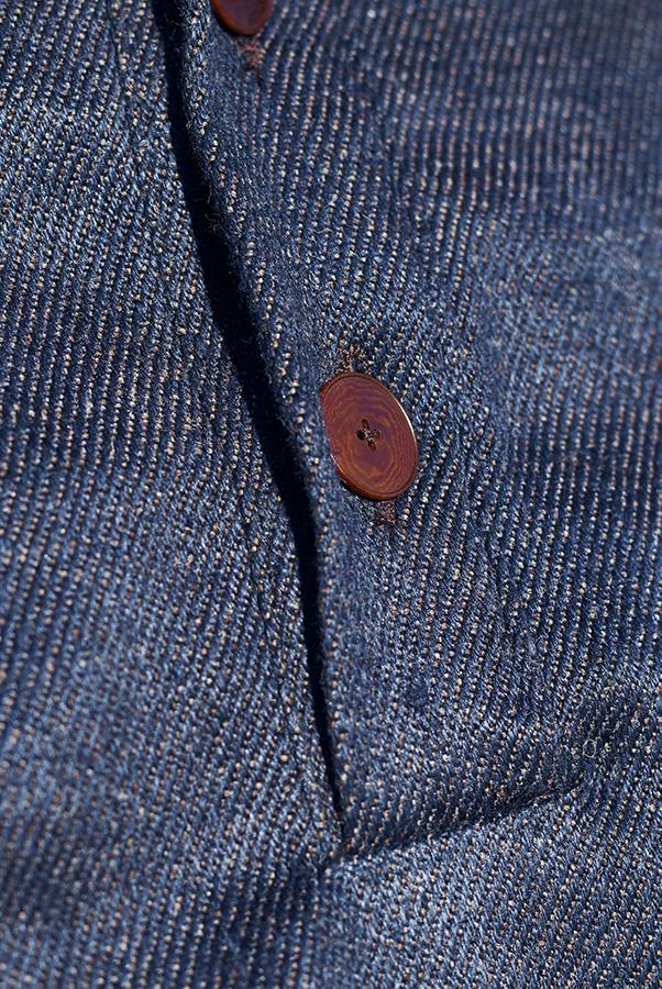 zoom sergé jean chanvre et laines mérinos avec bouton ivoire végétal
