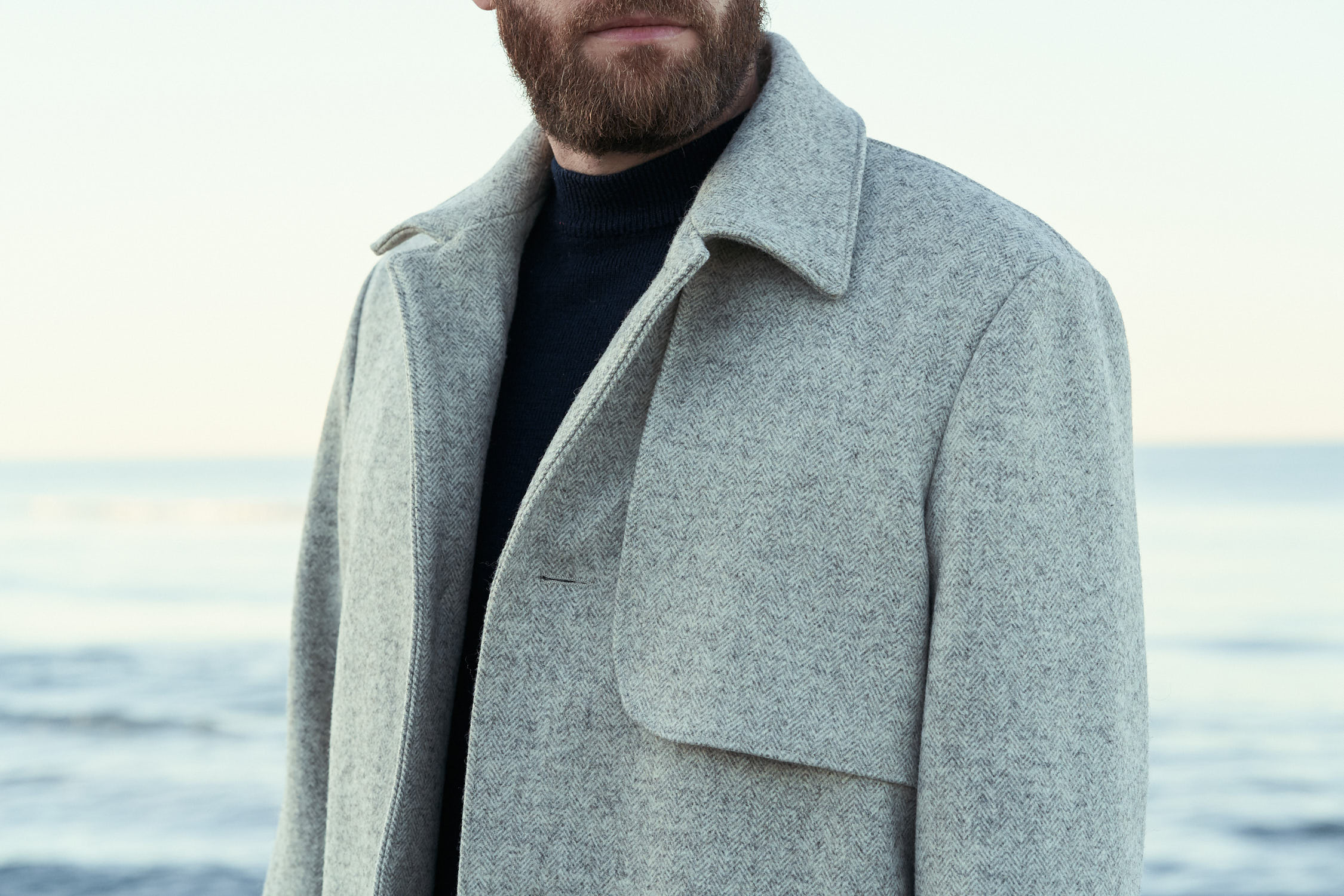 manteau laines françaises écru pour homme avec chevrons et bas volet