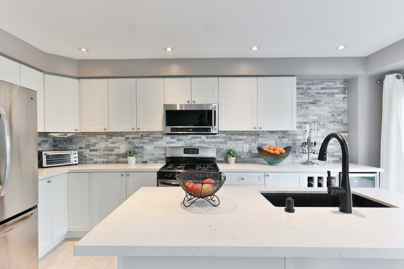 Moderne kjøkken belyst av elektriker