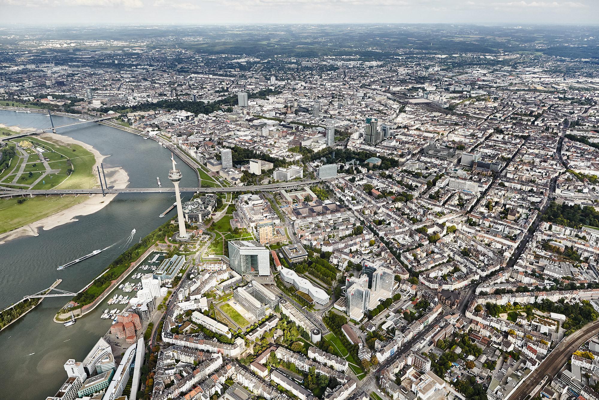 Düsseldorf aus dem Helikopter @ Philip Kistner