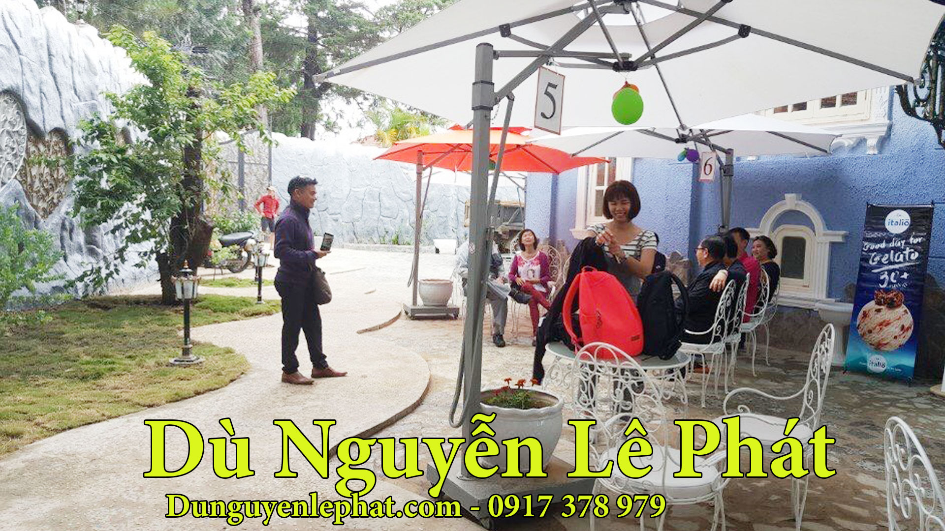 Mẫu ô dù che nắng quán cafe giá rẻ 2021