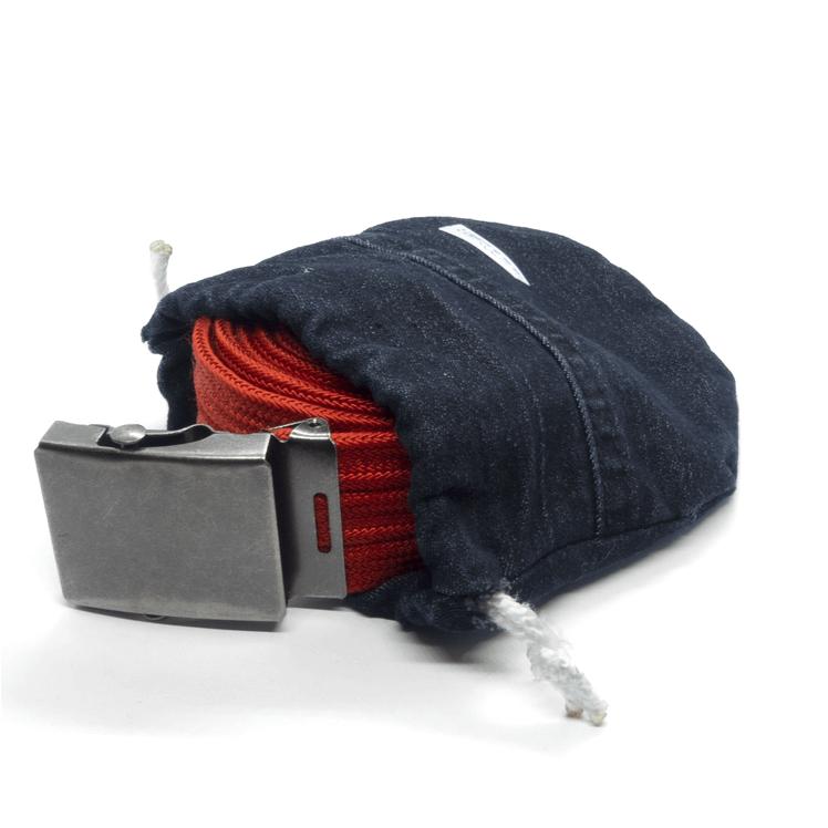 C'est l'accessoire parfait pour ta ceinture. Prévu pour les modèles duo et trio, ce petit pochon accompagne ta ceinture dans toutes tes aventures. Plaisir d'offrir, joie de recevoir, c'est le combo pour le plus joli des cadeaux !