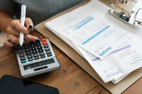 calculator-desk-finance-1253591.jpg