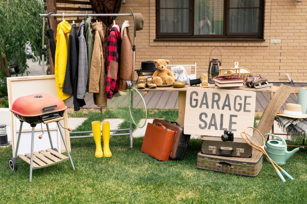 When done right, garage sales and yard sales can be an exciting event for the whole neighborhood and beyond – after all, a good garage sale can attract thrifters from several towns over, while engaging your local community.