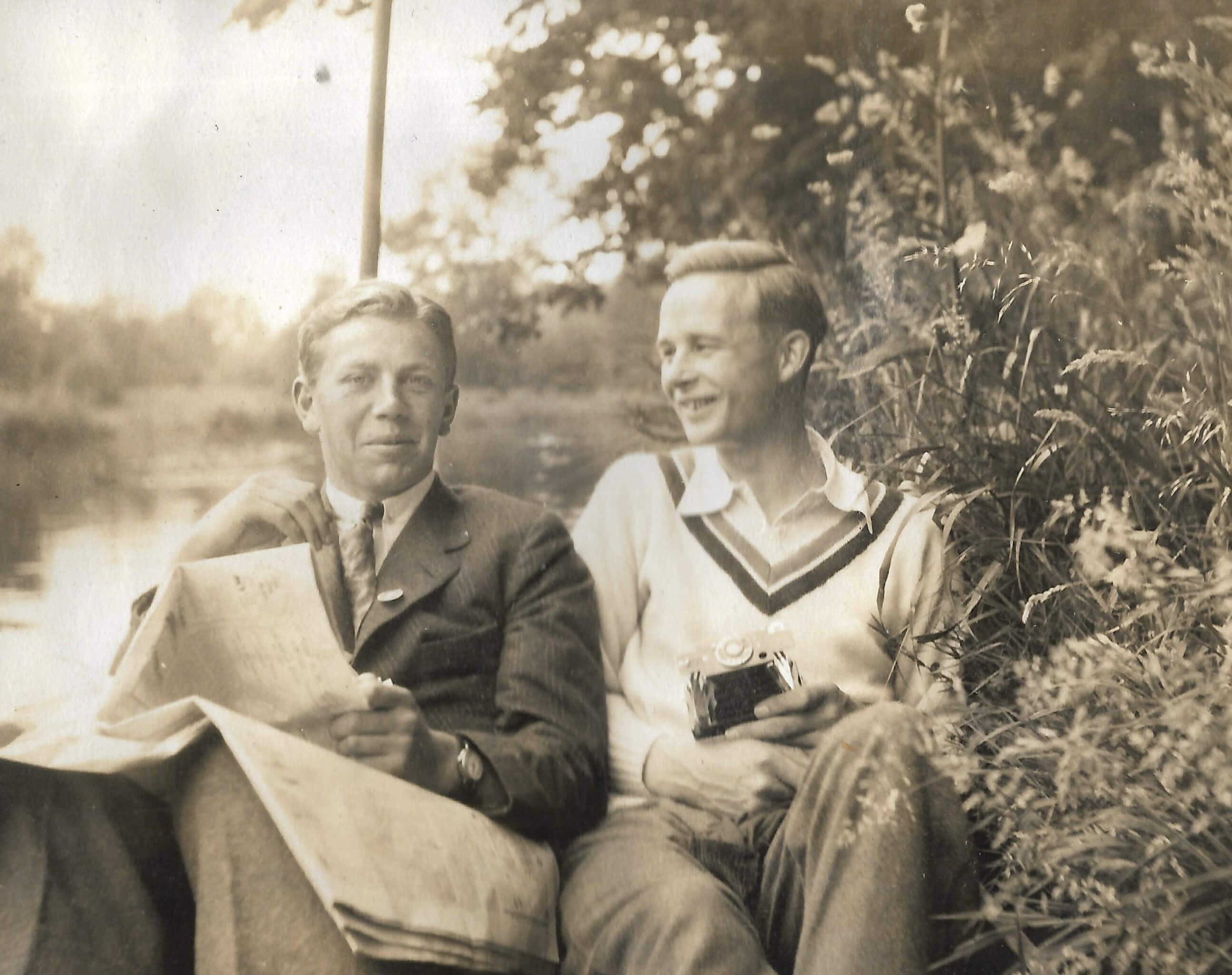 George Rickey sitting with friend, 1925