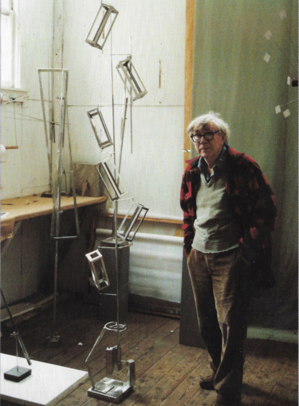 George Rickey with Column of Six Parallelepipeds II (1986), East Chatham, NY,1990