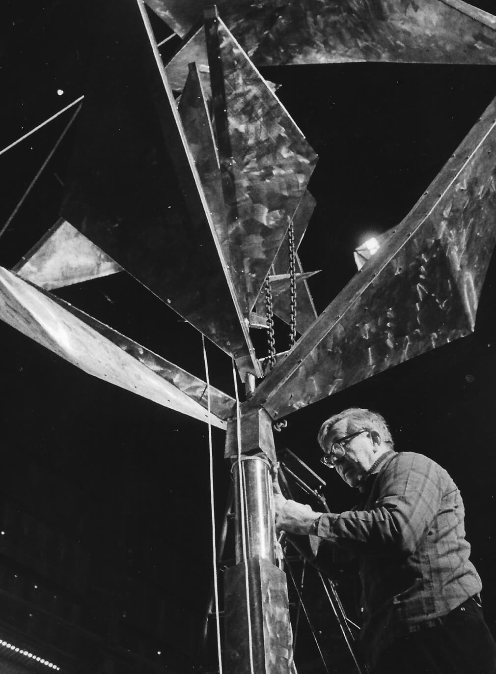 George Rickey installs Space Churn with Squares (1969) for Expo 70, Osaka, Japan, 1969