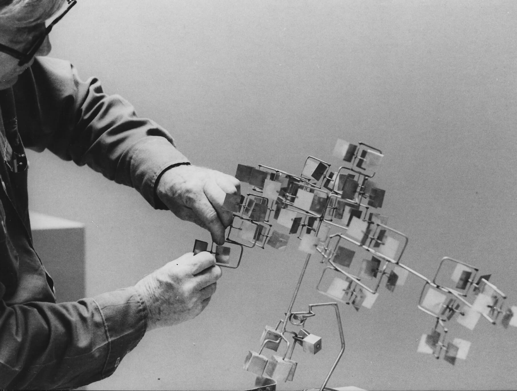 George Rickey installs Study for Crucifera IV (1964) at the Solomon R. Guggenheim Museum, New York, NY, 1979