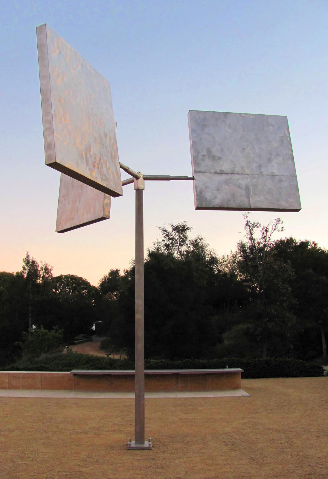 Three Squares Gyratory (1972-1975), Photo by rocor