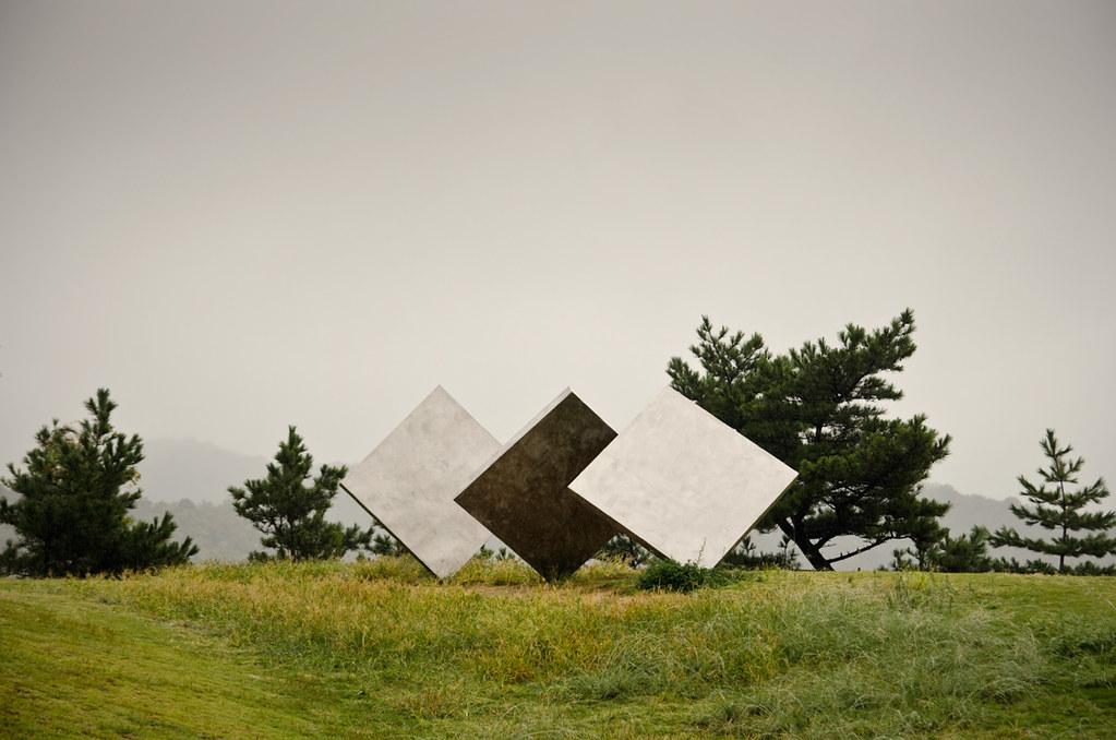 Three Squares Vertical Diagonal (1978), Photo by Carey Ciuro