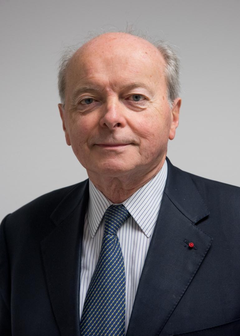 De par son soutien à l'association Un Bout du Monde, Jacques Toubon, ancien défenseur des droits, souhaite préserver le territoire de la liberté de l'information. Selon lui, le capital moral des journalistes doit être aussi important que le capital financier d'un journal.