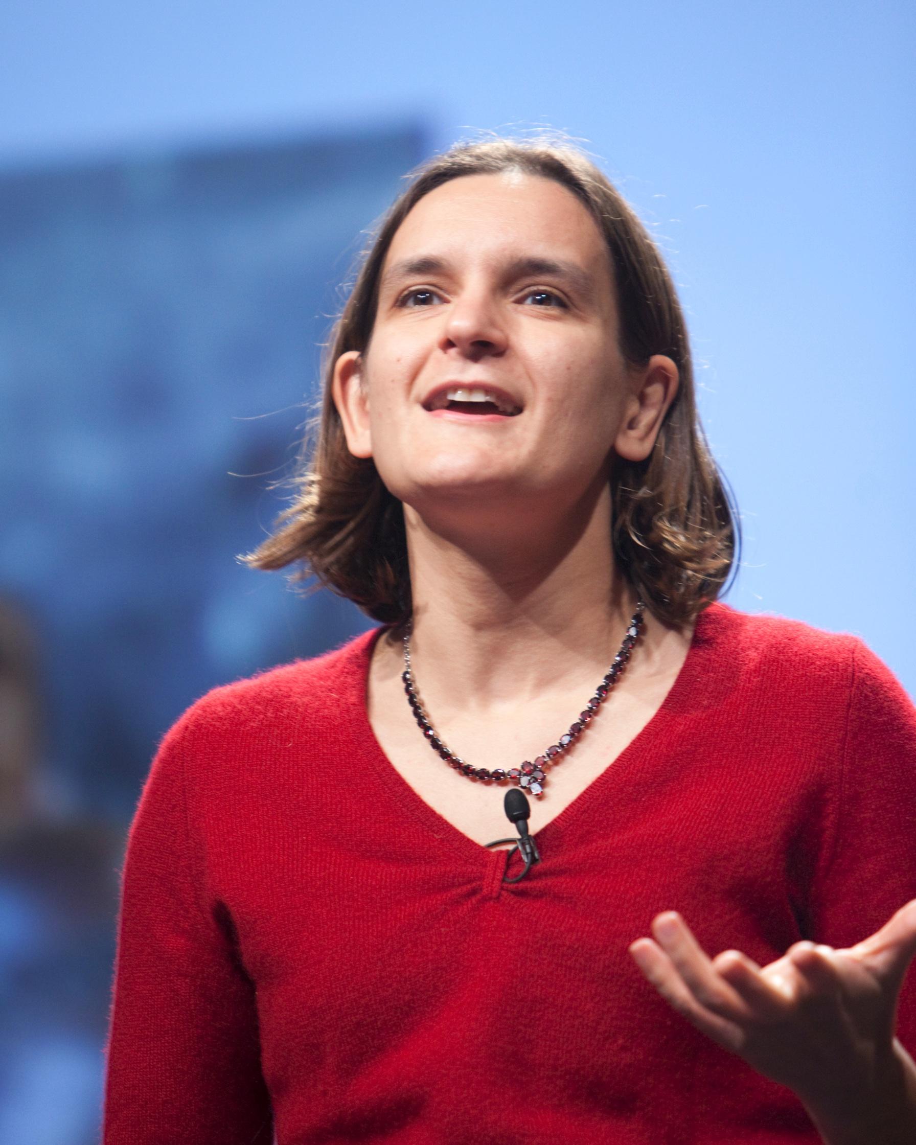De par son soutien à l'association Un Bout du Monde, Esther Duflo, économiste franco-américaine souhaite jouer un rôle même petit dans le maintien des médias comme institution de société civile.
