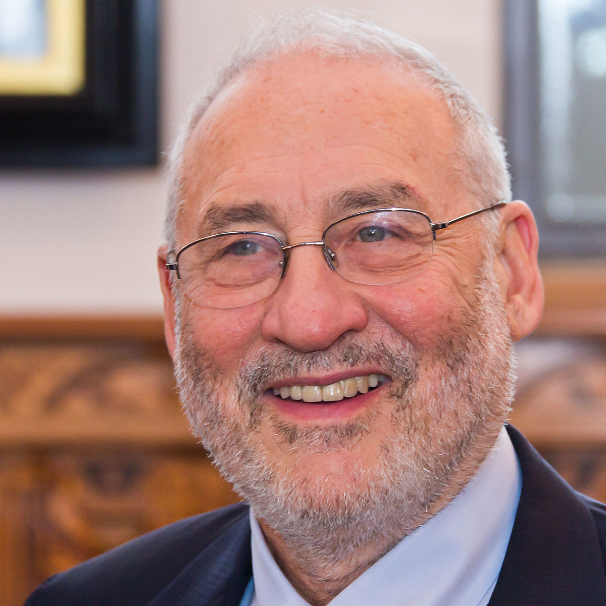 Joseph E. Stiglitz, prix Nobel d'économie et ancien conseiller économique de Bill Clinton nous a rejoint dans la lutte pour la reconquête citoyenne des médias en soutenant l'association Un Bout du Monde.