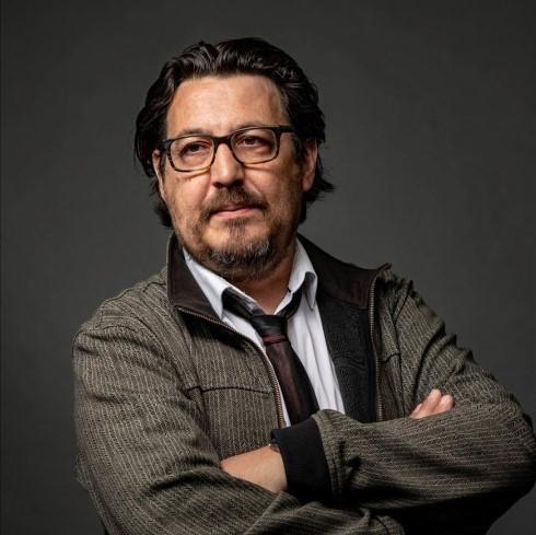 Réalisateur, journaliste, écrivain engagé contre les violences policières, David Dufresne soutient Un Bout du Monde dans sa lutte pour l'indépendance de la presse.
