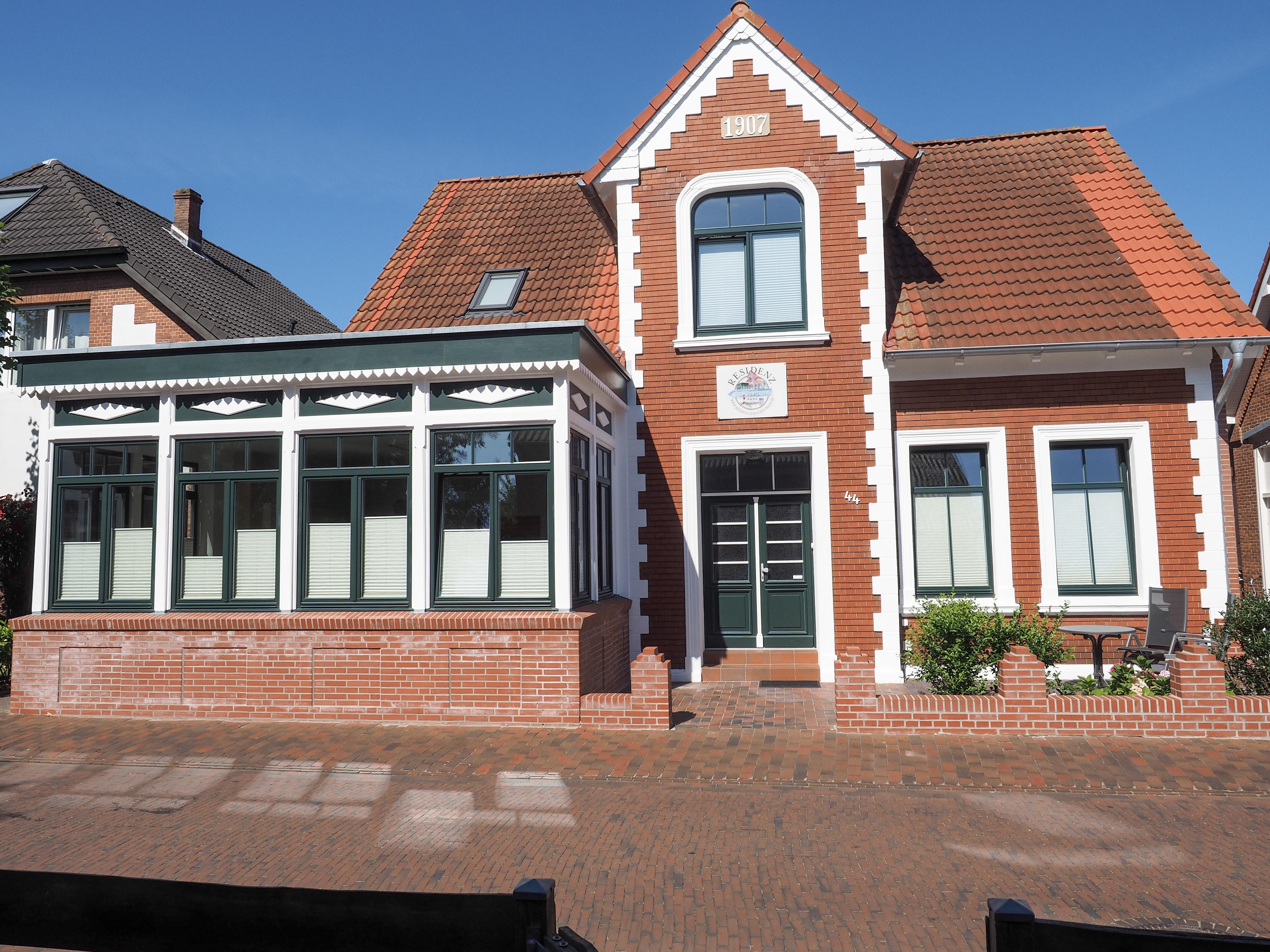 Die Residenz zum Südstrand ist zentral  aber auch fußläufig zum Südstrand gelegen. Hier haben wir insgesamt 4 Wohnungen.