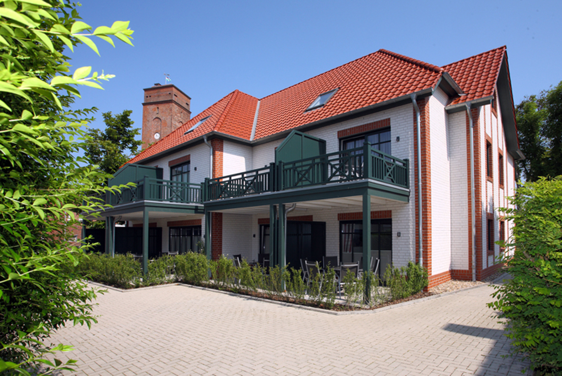 Die Villa am Marienhof ist zentral aber ruhig gelegen. Auf dem Bild sieht man die Außenansicht des Gebäudes.