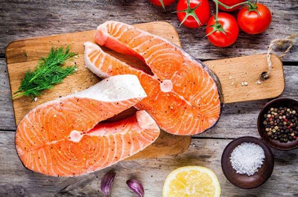 Các loại cá béo làm chậm quá trình mãn dục